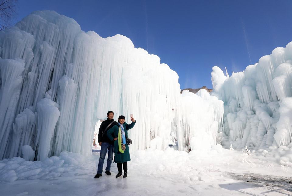 太行山:峭壁掛冰瀑