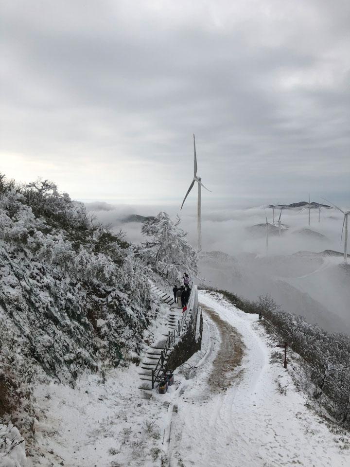 關路燈、爬高樓、限空調…… 湖南限電,一場能源的寒冬大考