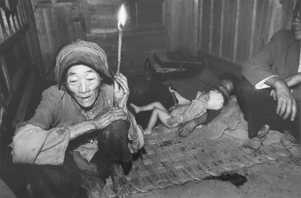 18 23 中国脱贫攻坚影像志 曾经的贫困3.jpg