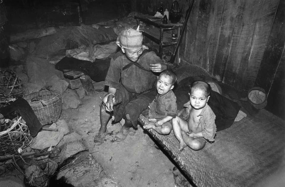 18 23 中国脱贫攻坚影像志 曾经的贫困4.jpg