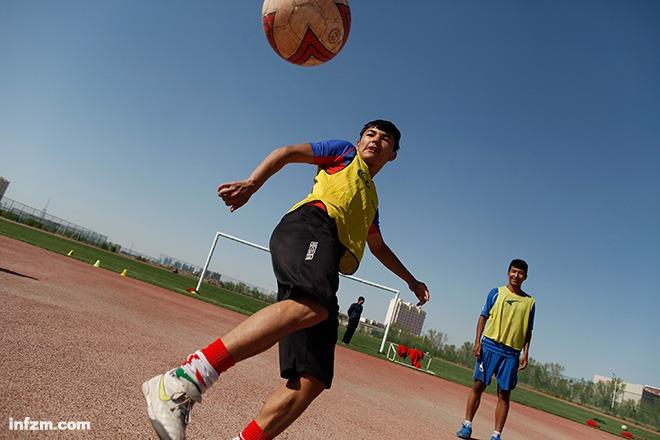 32 少年足球出新疆1
