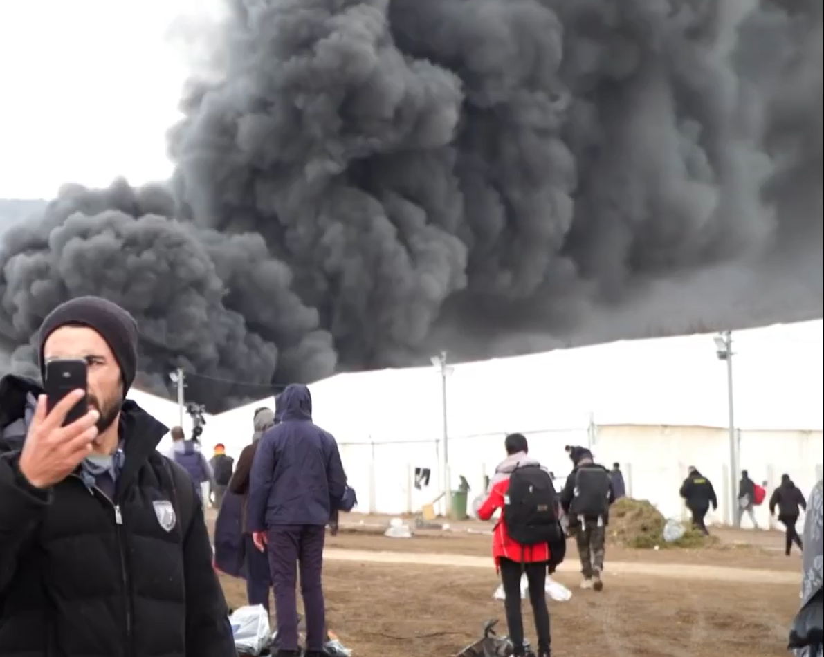 """波黑难民营:凛冬又至,这次连""""家""""都焚了"""