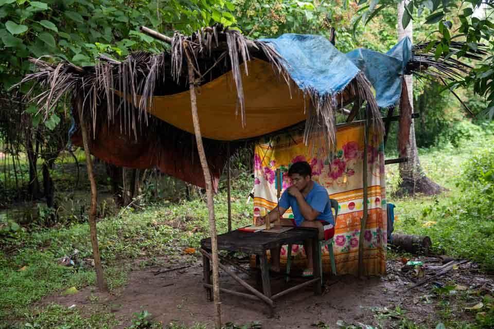 菲律宾:那些上网课的孩子