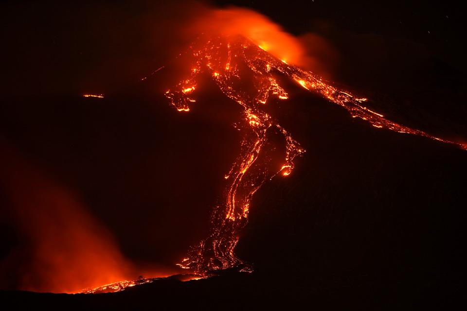 埃特纳火山多次喷发