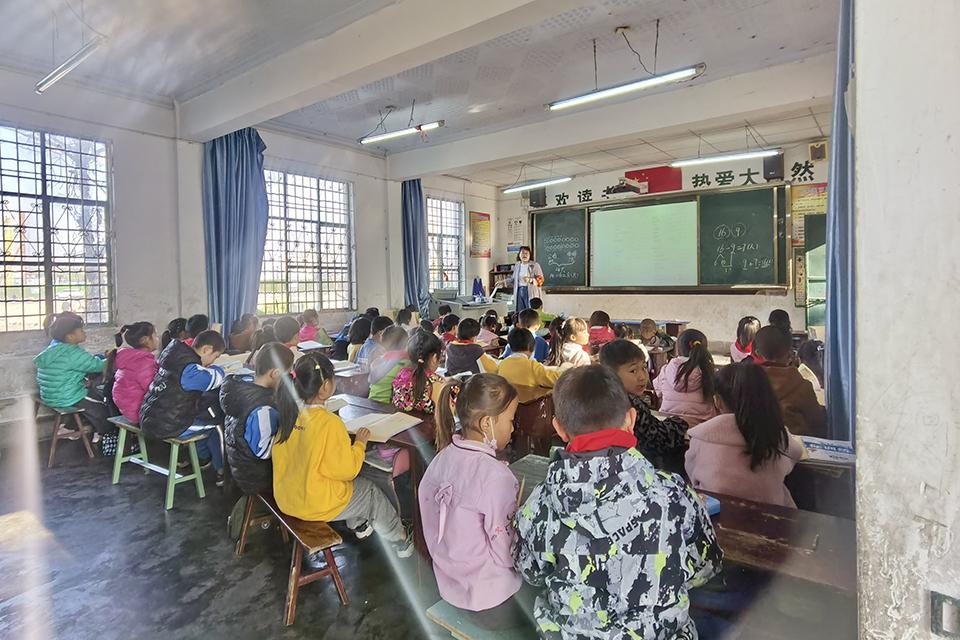 """05 《被义务教育""""遗漏""""的村落》报道后回访西昌:补上教育漏洞,自主搬迁压力待解.jpg"""