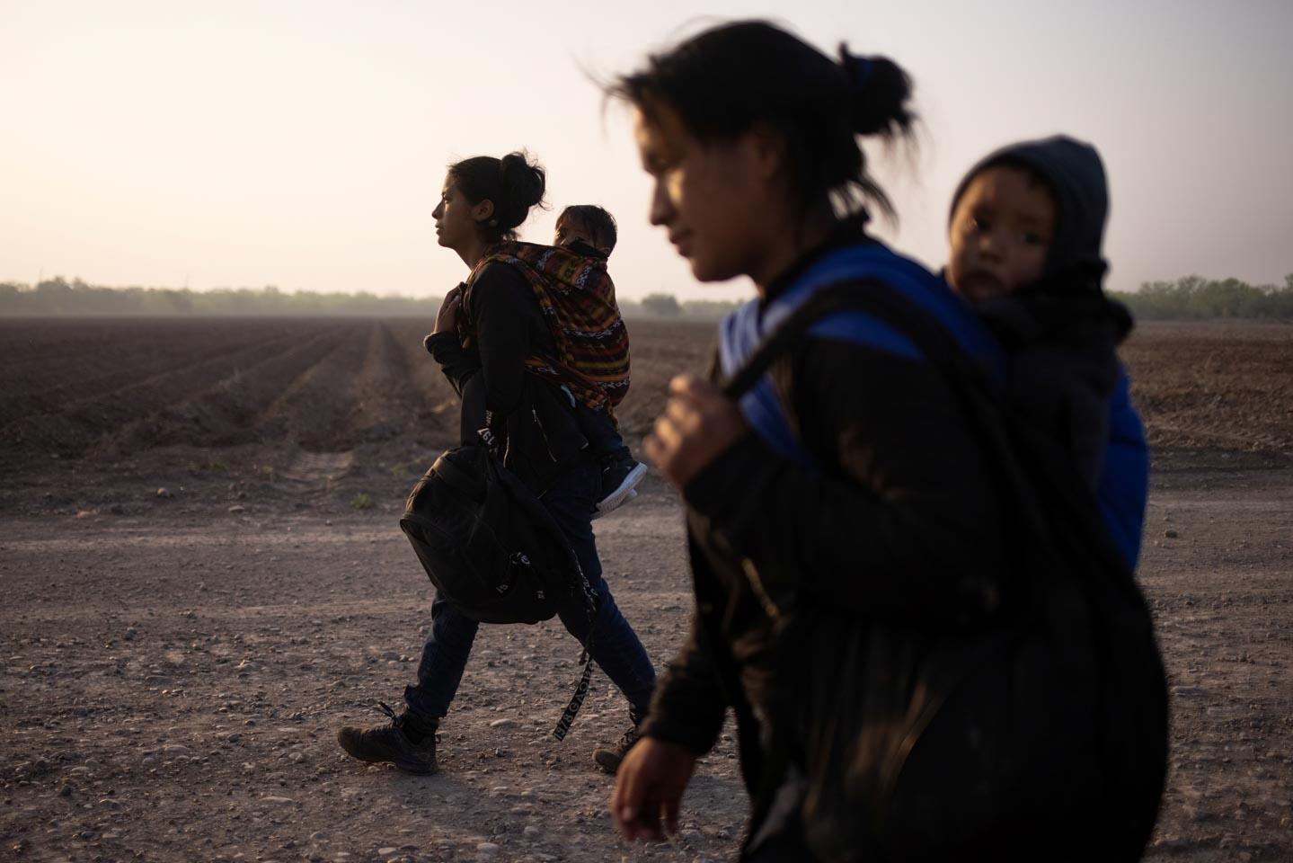 美墨邊境現大規模非法移民潮