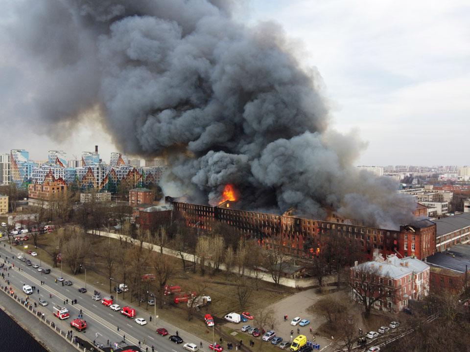 圣彼得堡一老建筑被焚毀