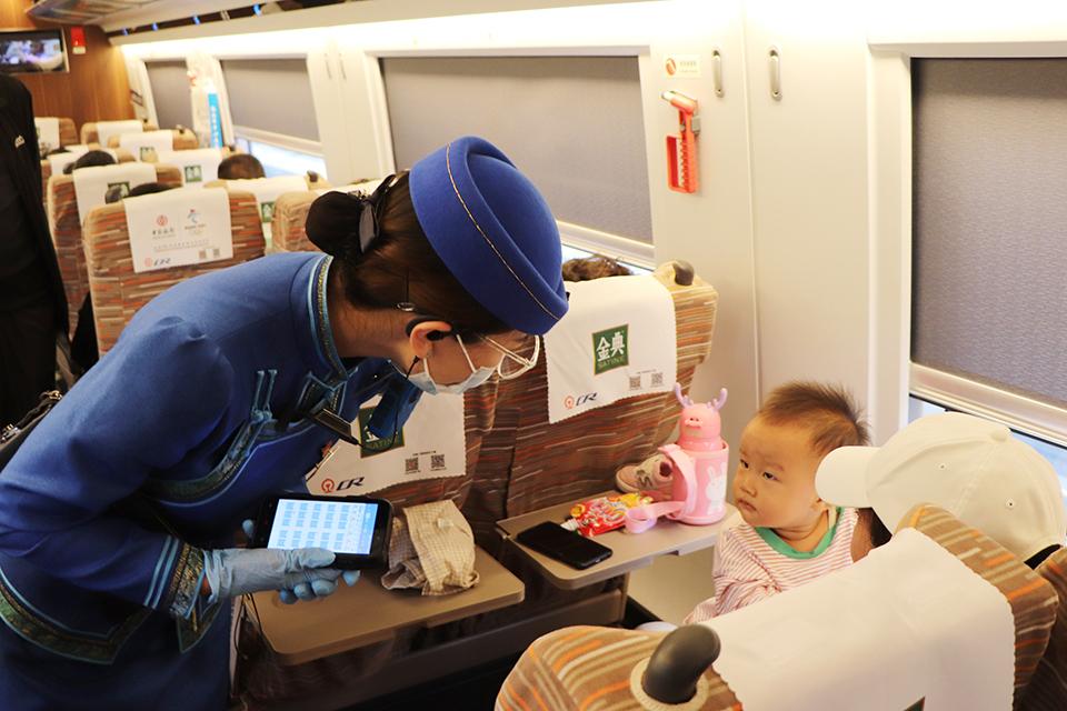 爸爸把娃丢在高铁上:父母的忘性不是品性而是人性