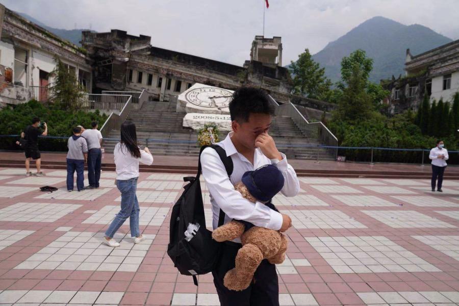 从贵州过来的覃先生第二次来到四川映秀,他的同学在十三年前的那场大地震中去世。