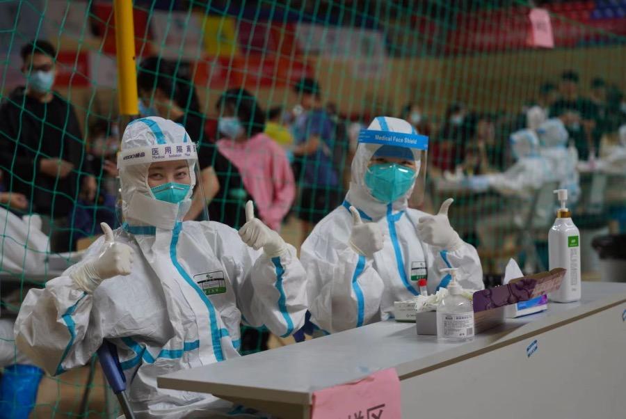 2021年5月30日,在中山大学参加全员核酸检测的医护人员中有部分是从佛山直接赶过来的。