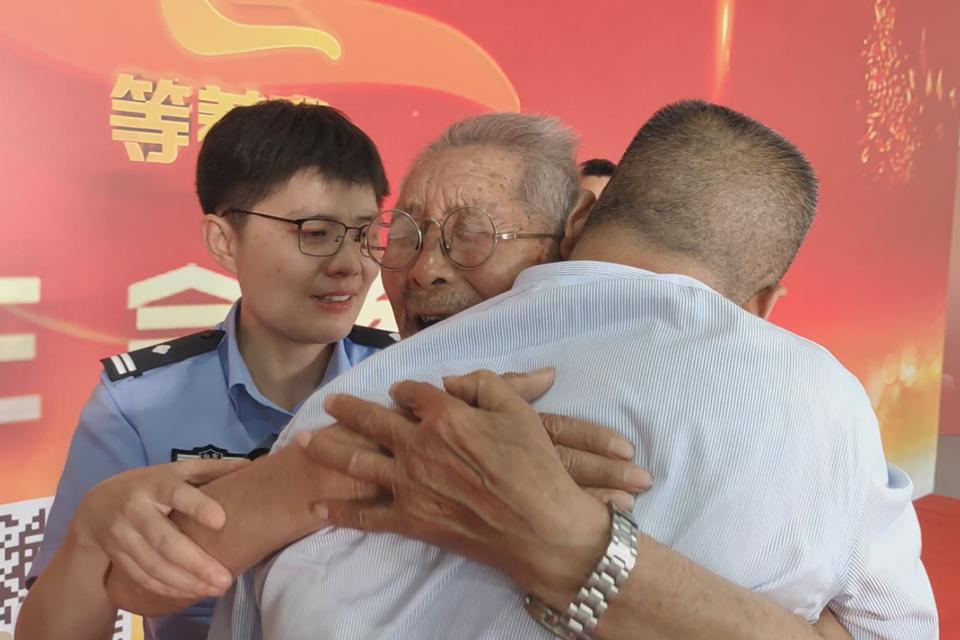 90岁父亲找回被拐58年儿子