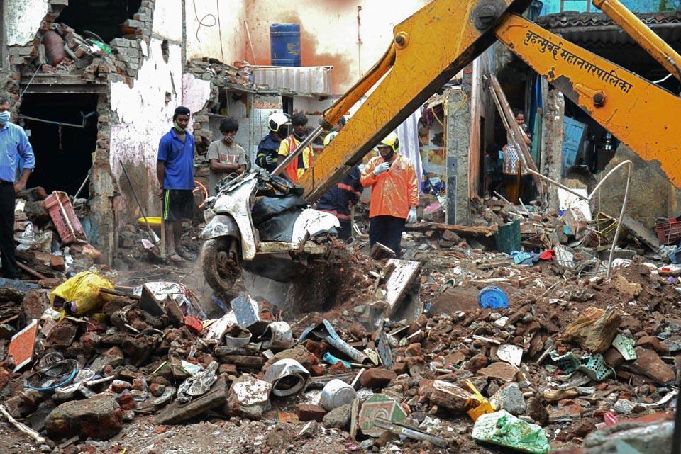 印度孟买一居民楼倒塌致11人死亡
