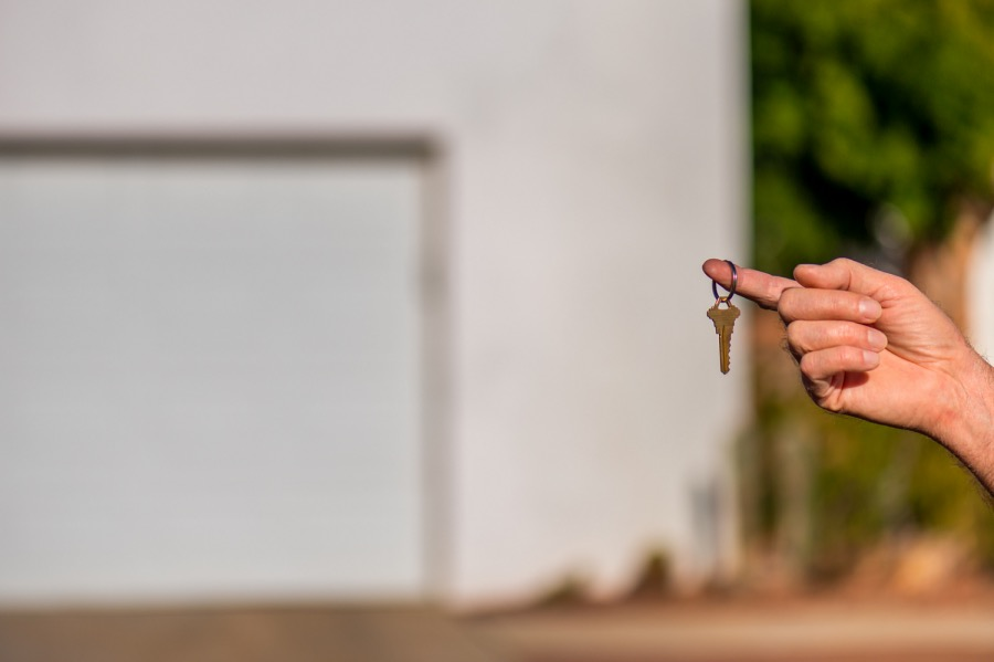 《中國人教美國人寫地契也是醉了》(圖文無關)我是一名房地產投資者,每個月都會直接從美國的地主手上買地。這件事說起來其實是很簡單的。