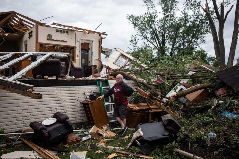 龍卷風襲擊美國伊利諾伊州