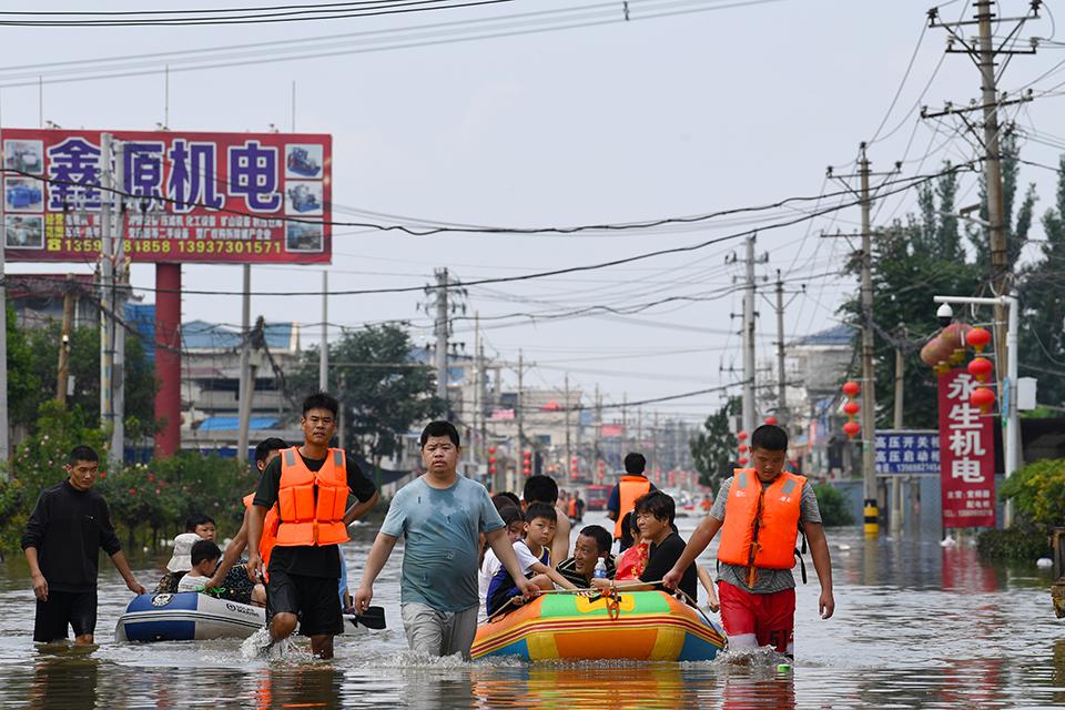 洪涝灾害中如何自救救人?尽量避免涉险为第一原则,安全范围内应救尽救
