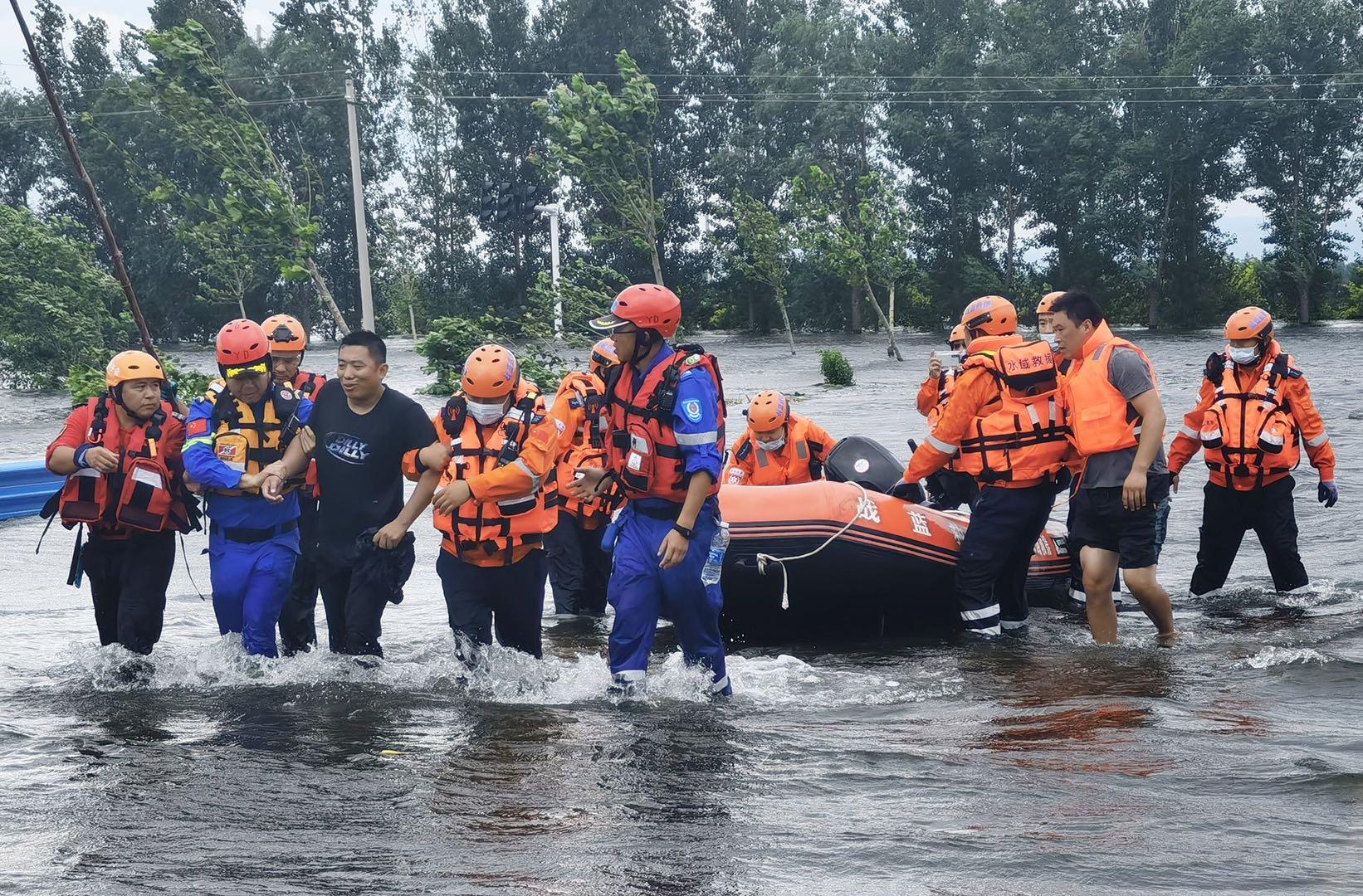 快评|数百支民间救援队驰援河南,展现志愿救援力量