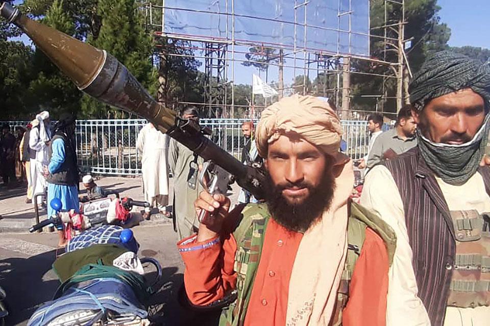瞬間一周丨塔利班進入喀布爾,阿富汗總統外逃