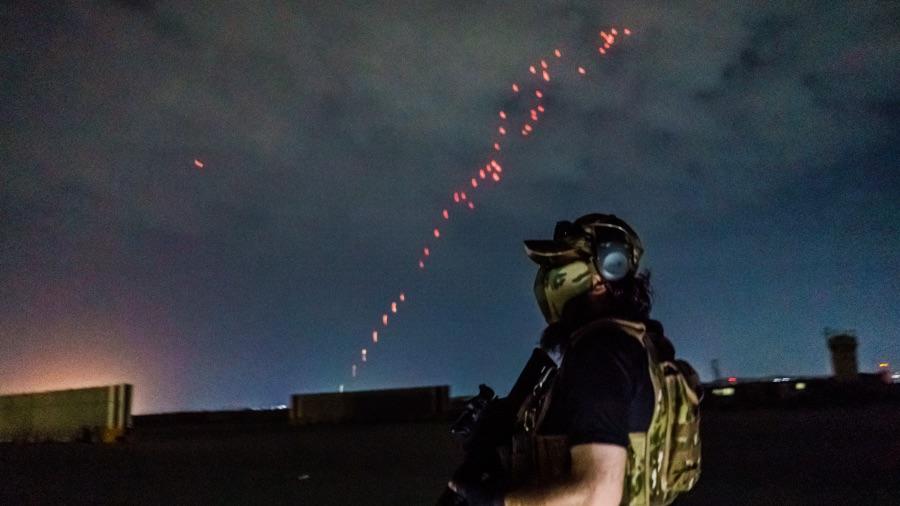 塔利班鸣枪庆祝美军完成撤军 民众希望迎来真正和平(视频封面)