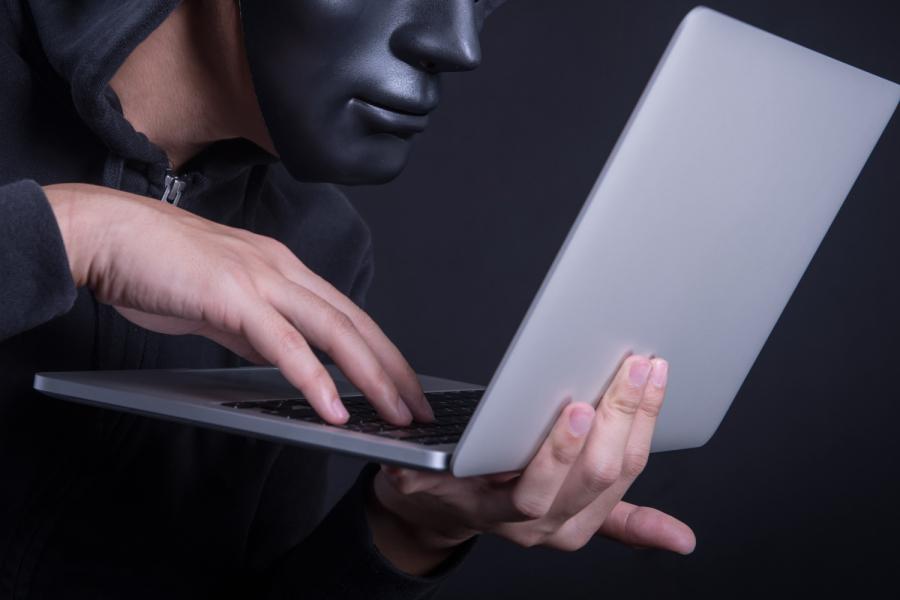 《敲诈勒索是古老的罪行, 在网络小作文频出的时代更具破坏性》(图文无关)敲诈勒索这古老的恶行,在现代网络时代,变得更加复杂,也更具破坏性。