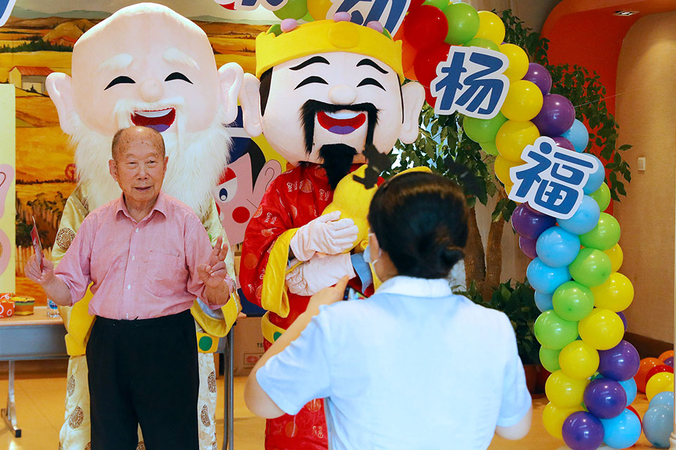"""重阳是""""宜于长久""""""""求寿""""的节日:佩茱萸,食蓬饵,饮菊花酒,别忘了登高"""